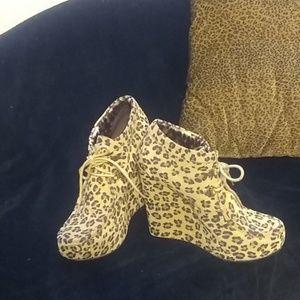 Betsy Johnson leopard print platform booties